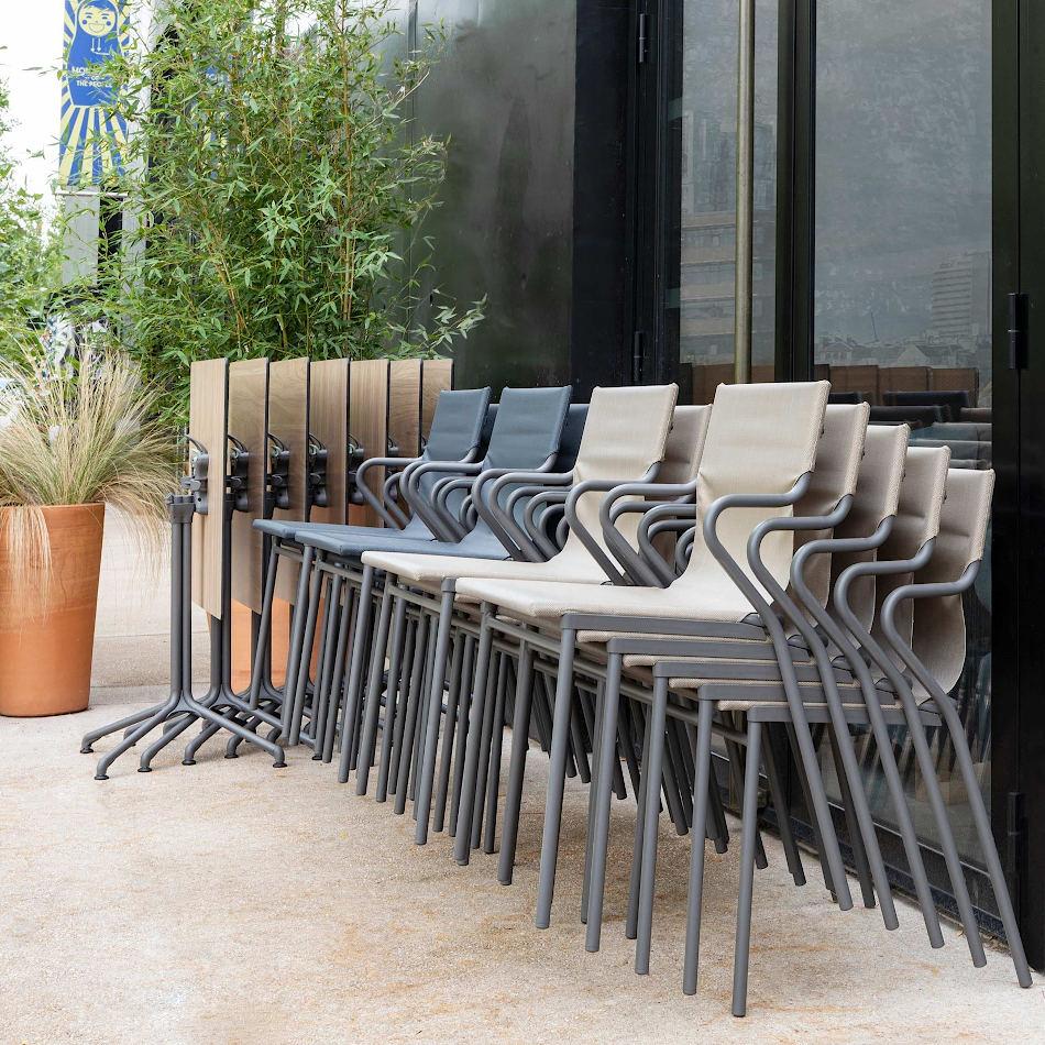 Купити вуличні меблі для кафе, пабів, фудкортів та ресторанів