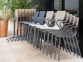 Стільці для літніх кафе