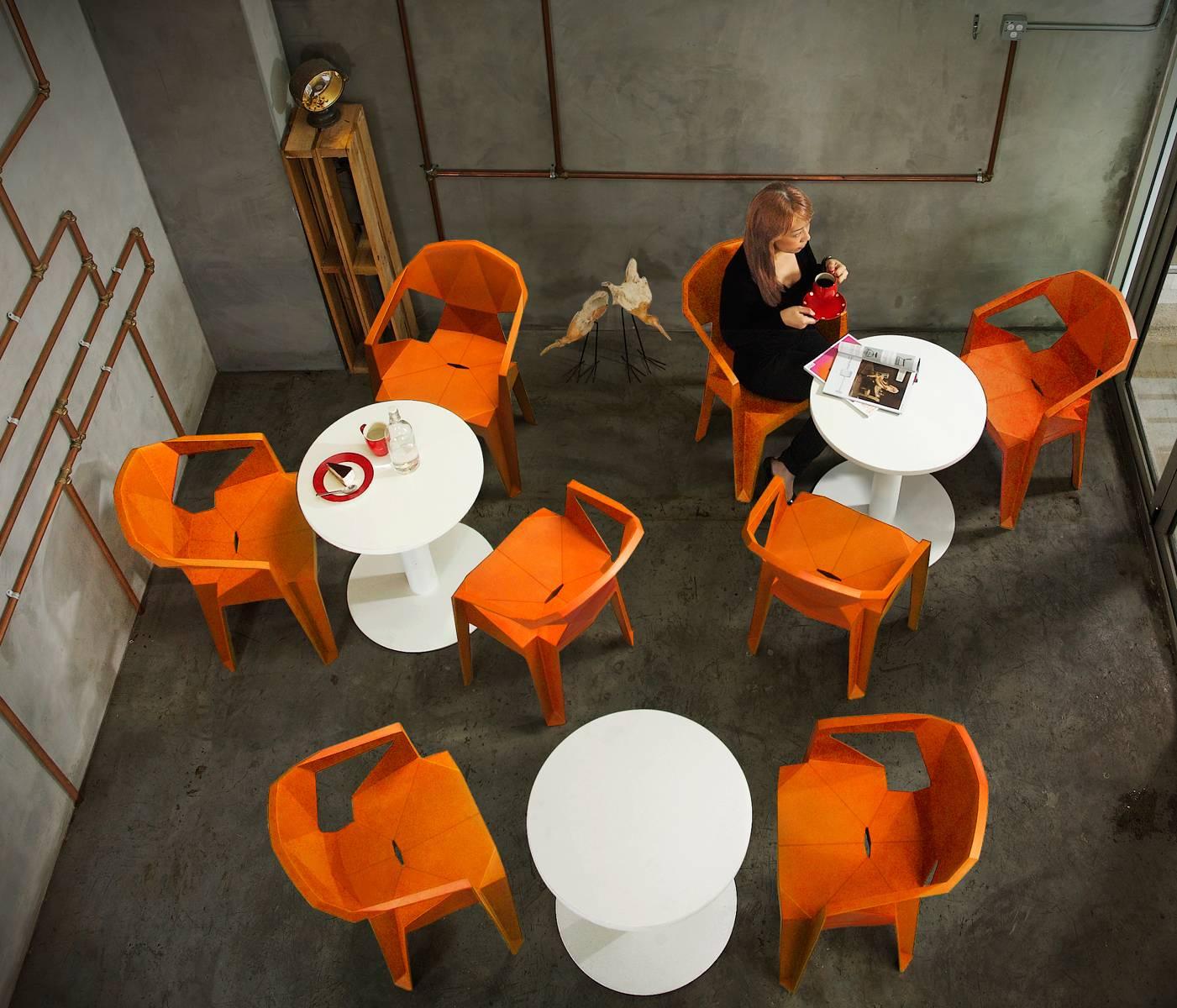 Пластиковые стулья для кафе и ресторана
