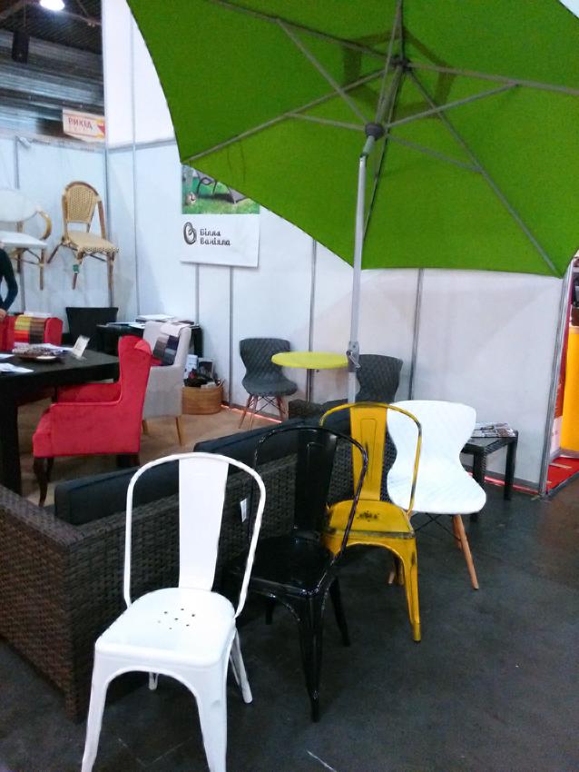 Стільці для кафе і столи для літніх майданчиків