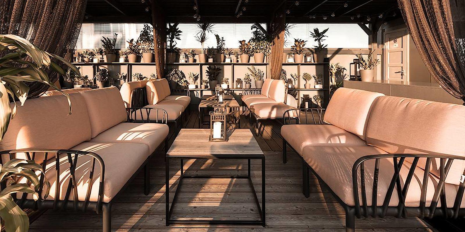 Елегантна лаунж-зона готеля з модульними диванами Komodo 5 від Nardi