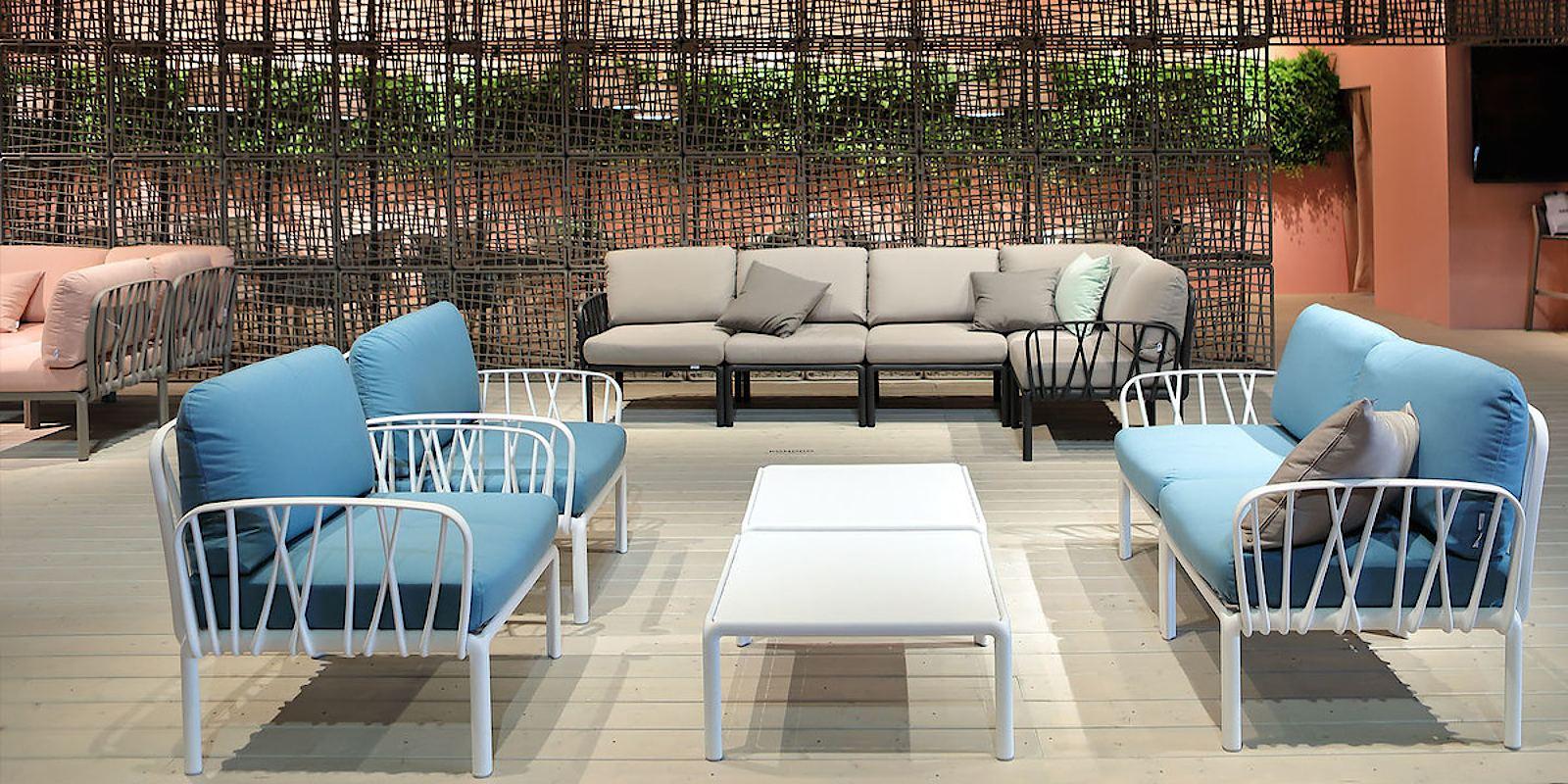 Інтер'єр готеля з універсальними диванними модулями Komodo 5 від Nardi