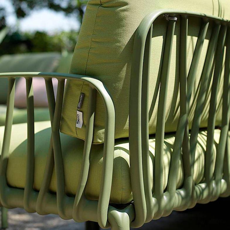 Пружні товсті подушки з пінополіуретану та синтетичного текстилю для вуличного дивана Komodo 5 від Nardi