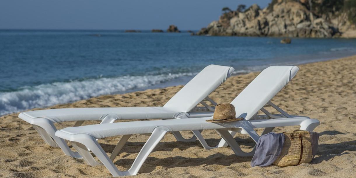 Купити пляжні шезлонги для піщаного пляжу EVA Pro White frame від іспанського виробника Balliu