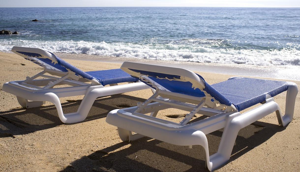 Купити пляжні шезлонги для піщаного пляжу від іспанського виробника Balliu