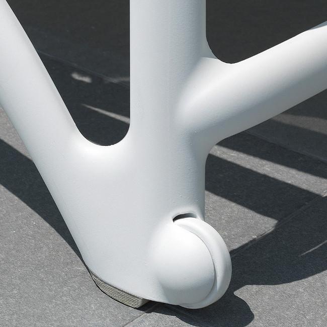 Шезлонги Atlantico: зручні коліщатка для пересування і нековзаючі п'яти на ніжках