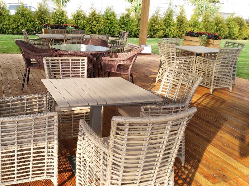 Столи та стільці для кафе і ресторану • Якісні меблі для HoReCa від Вілла Ванілла